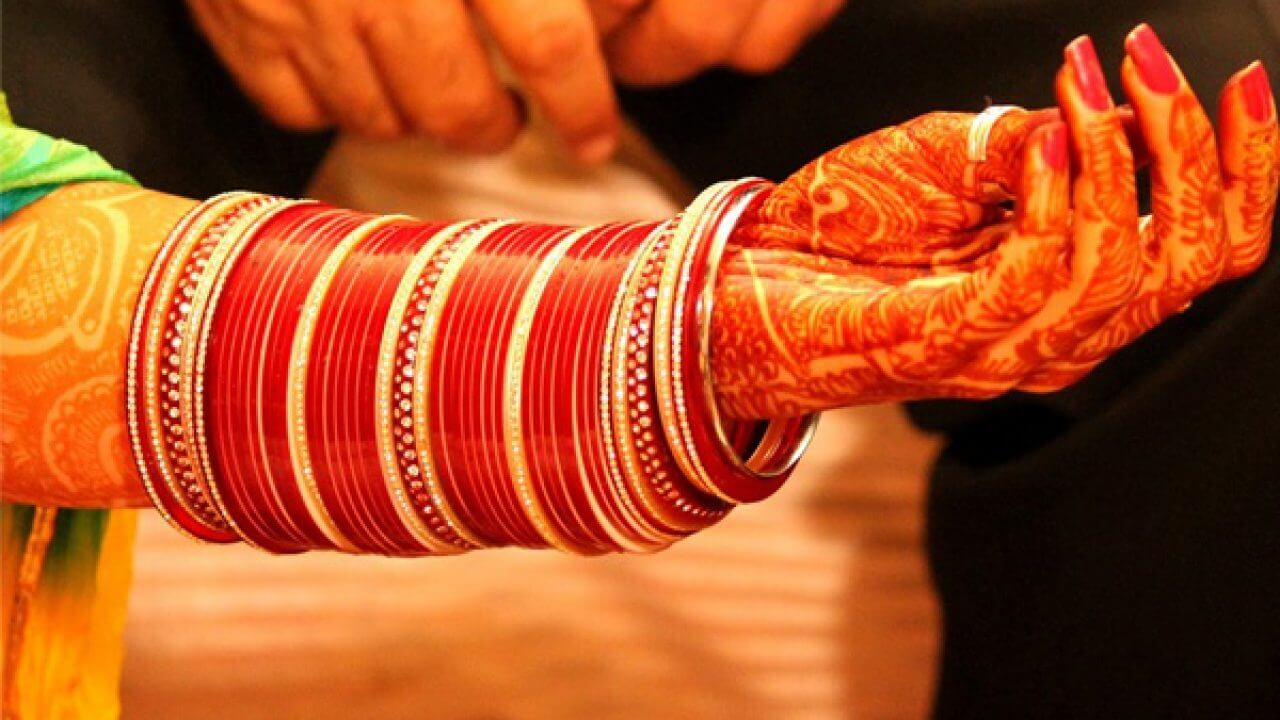 Beautiful and Traditional Wedding Bangles Set Designs